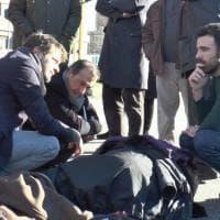 Milano, incidente in scooter: il sindaco Sala si ferma a soccorrere una 23enne