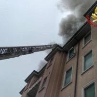 Milano, incendio in via Ovada: 15 famiglie evacuate
