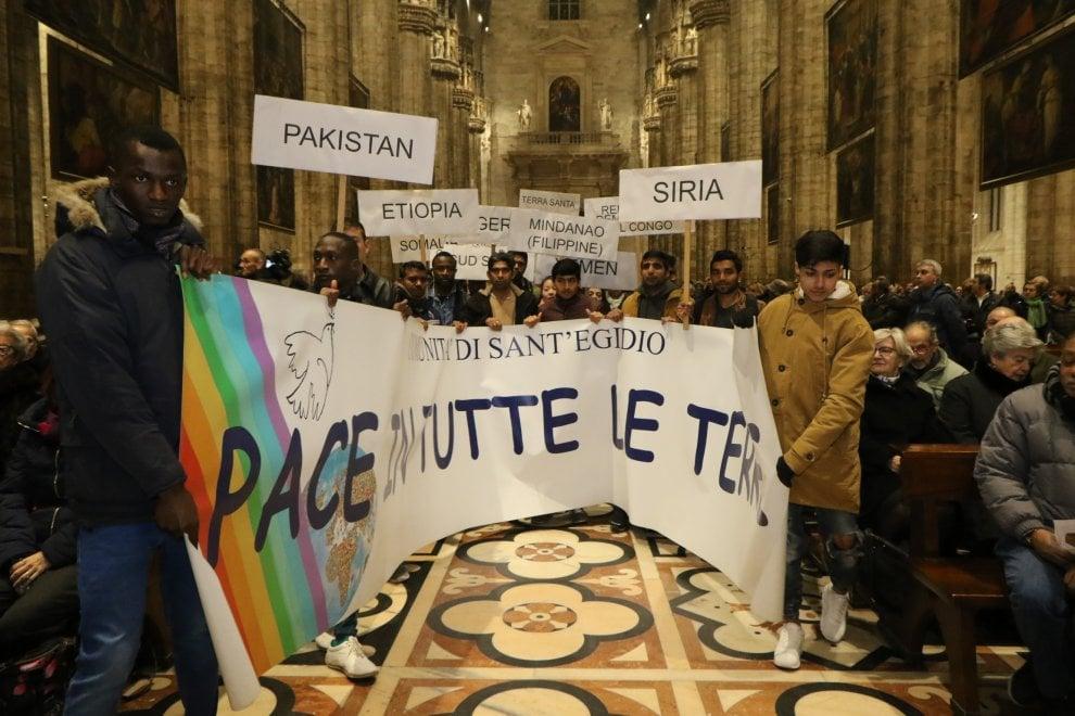 La Messa per la pace di Delpini: ''Milano città  che sa accogliere''