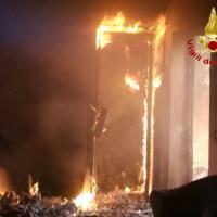 Milano, incendio in mansarda: evacuato palazzo in viale Campania