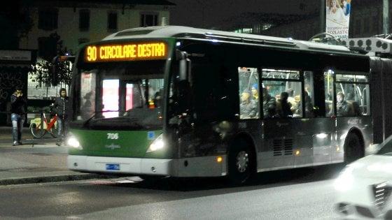 Anziana smarrita a Milano, i carabinieri la localizzano sulla linea 90 grazie al cellulare
