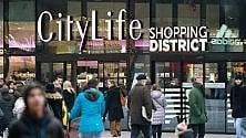 Parte la corsa ai saldi invernali: folla a caccia di affari dal centro a Citylife