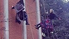 Varese, acrobazie sul campanile per le Befane alpiniste del Cai