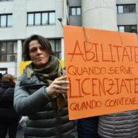 Milano, presidio degli insegnanti in sciopero contro la sentenza del Consiglio di Stato