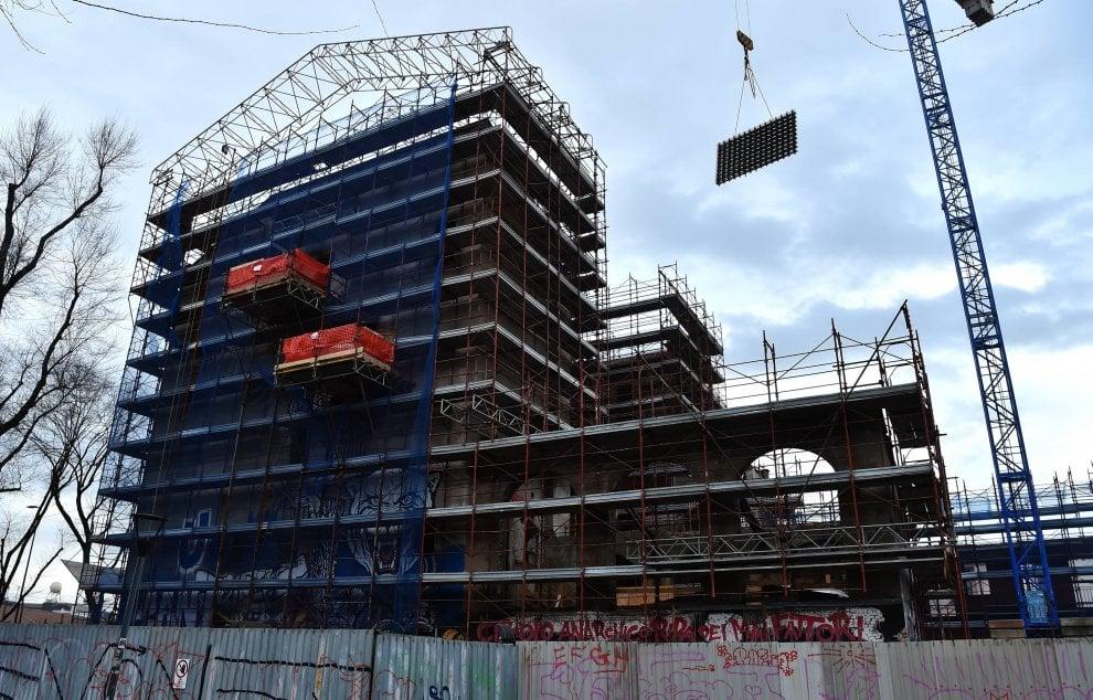 Milano, operaio precipita da 4 metri: il luogo dell'incidente sarà un'ostello della gioventù