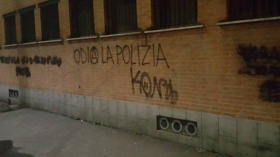 """Milano, imbrattati muri e negozi con scritte contro la polizia a Quarto Oggiaro. Sala: """"Azione intollerabile"""""""