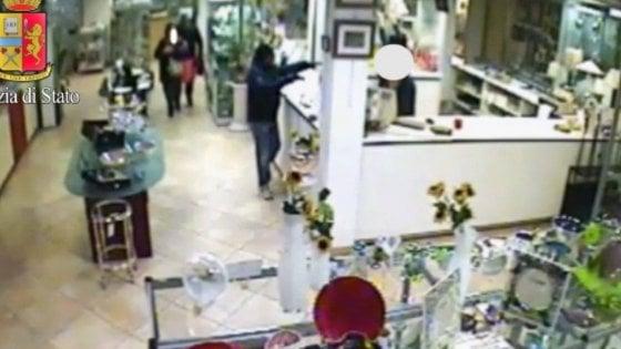 Milano, rapinarono gioielleria con bottino da 280mila euro: arrestati i sei responsabili