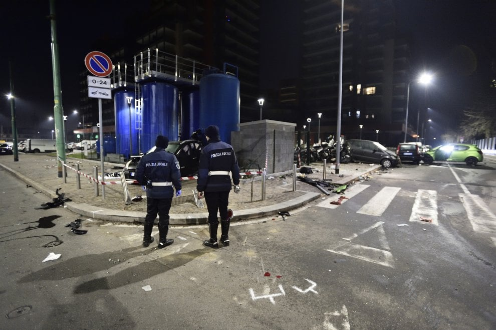 Milano, alla guida ubriaco provoca scontro tra auto in Bovisa: morti un 18enne e una donna