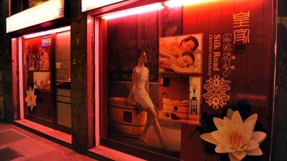 Moglie di un pensionato fa scoprire un giro di prostituzione cinese a San Donato milanese