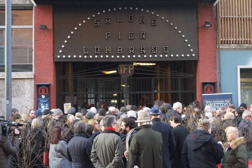 Elezioni, folla di gente per Renzi e Calenda a Milano con Gori e Sala