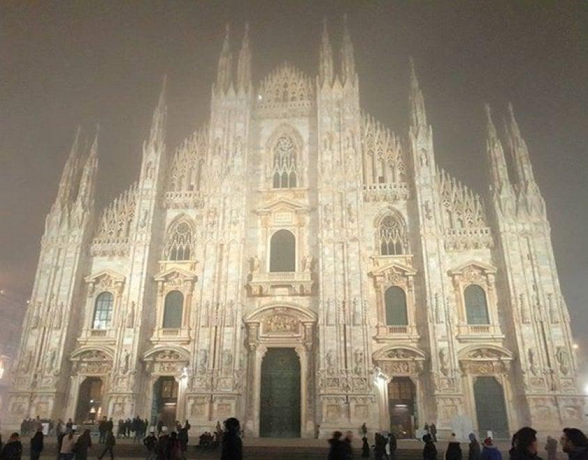 """""""Ed è subito nebbia"""": sui social tra nostalgia e ironia le foto di Milano sfocata"""