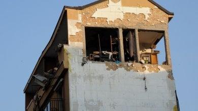 Esplosione in un appartamento a Sesto  sei feriti. Distrutti un piano   · foto     · video