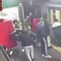 Vandali del metrò, spaccano vagoni e banchine: 4 minori denunciati. La