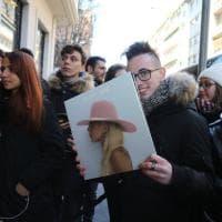 Lady Gaga in concerto a Milano: fuori dall'hotel i fan in trepidante attesa