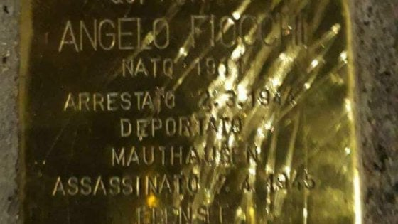 """Giorno della memoria, sfregiata una delle pietre d'inciampo. Sala: """"Così si disonora Milano"""""""