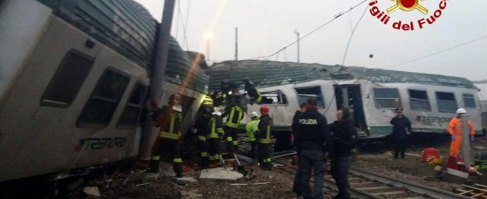 Pioltello deraglia il treno dei pendolari tre morti e - Treni vigevano milano porta genova ...