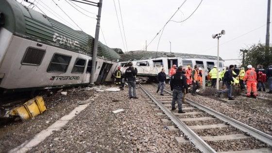 """Treno deragliato a Pioltello, Salvini e Berlusconi: """"Colpa dei tagli del governo"""". Il Pd: """"Sciacalli"""""""