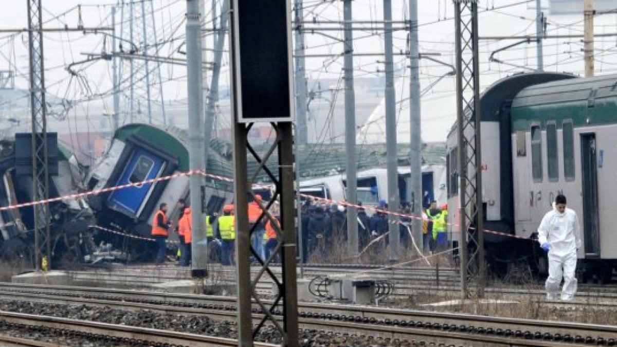 Pioltello deraglia il treno dei pendolari morte 3 donne - Treno milano porta garibaldi bergamo ...