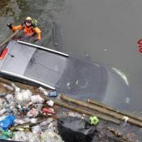 Milano, perde il controllo dell'auto e finisce in acqua: salvata una donna a Senago