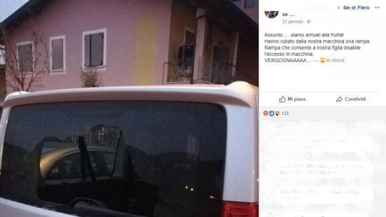 """Rubata rampa disabili dall'auto, la denuncia su Facebook: """"Ora nostra figlia non può andare all'asilo"""""""