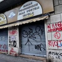 Milano, anarchici occupano negozio Aler: sgomberati dalla polizia