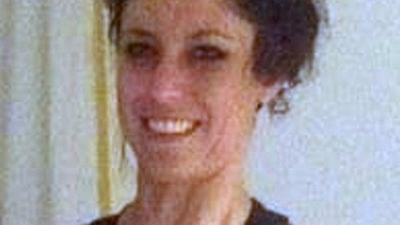 Stilista impiccata in piazza Napoli, il giudice ordina nuova autopsia: il corpo sarà riesumato