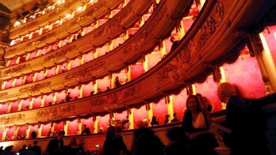 Scala, orchestrale sviene durante il concerto: il pubblico partecipa al soccorso