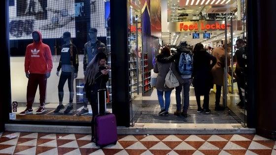 """Smog, """"i negozi chiudano le porte"""": il Comune di Milano studia la contromossa"""