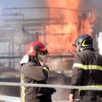 Esplosione in un'azienda chimica del Comasco: dieci operai feriti, tre sono gravi