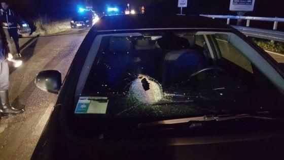 Sasso contro il parabrezza dell'auto, Nilde Calderini morì per la pietra non per lo shock