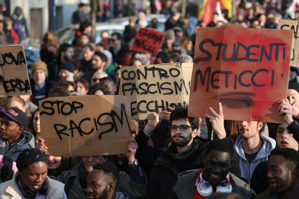 Milano, in migliaia al corteo antirazzista per le vittime di Macerata