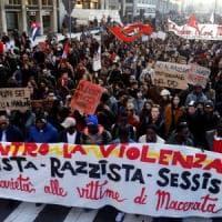 Milano, in 20mila sfilano al corteo antirazzista e antifascista