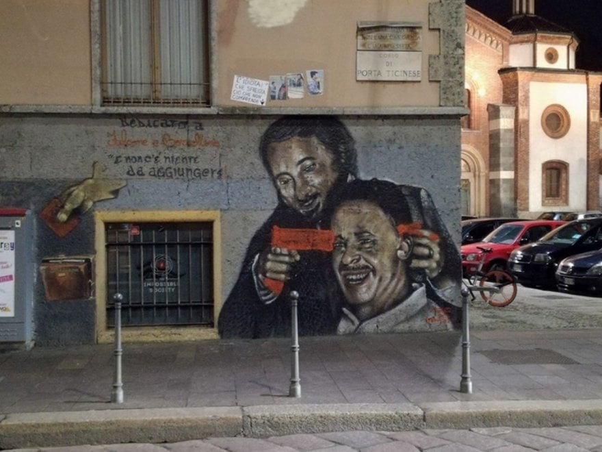 Milano, oltraggio al murale dedicato a Falcone e Borsellino: spunta una pistola alla tempia