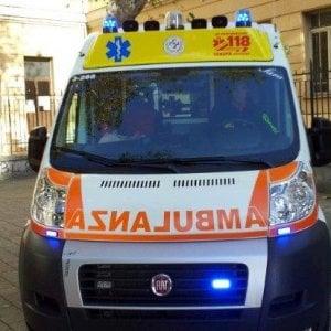 Incidenti sul lavoro, tubo d'acciaio colpisce due operai nel Milanese: uno è grave