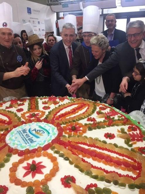 Mezza tonnellata di Sicilia a Milano, alla Bit la cassata è da Guinness dei primati