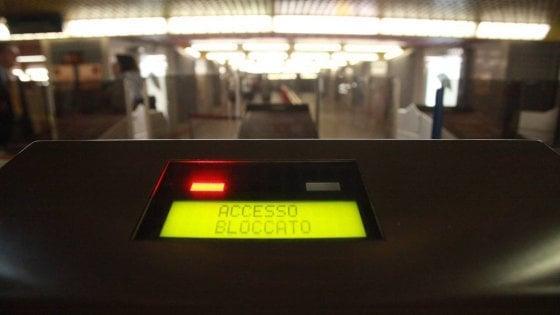 Milano, evacuato metrò in stazione Centrale: mezz'ora di controlli per zaino sospetto