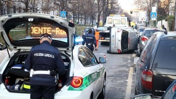 Incidenti stradali, in Lombardia il doppio rispetto alla media nazionale: nel 2016 quasi 33mila scontri
