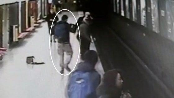 Salva il bimbo caduto sui binari del metrò, Sala: