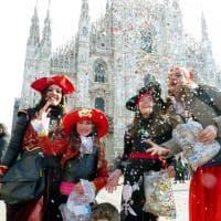 Show dei clown e bimbi mascherati: esplode il Carnevale in piazza Duomo