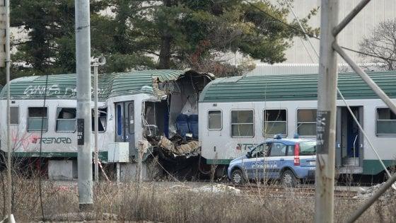 """Treno deragliato a Pioltello, le telefonate dei passeggeri al 112: """"Fermate tutto, fermate il mondo'"""