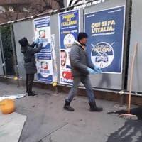 Elezioni, Milano: gli immigrati attaccano i manifesti del centrodestra con
