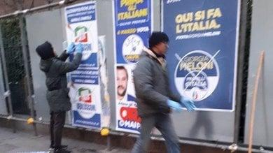 """Elezioni, immigrati attaccano i manifesti del centrodestra con slogan: """"Prima gli Italiani"""""""