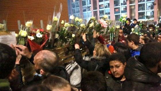 Incendio in palazzo a Milano, 13enne sarà sepolto in Marocco. Un migliaio per ricordare Haitam