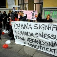 Ragazza uccisa a Milano, familiari e amici alla fiaccolata in ricordo di Jessica Faoro