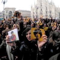 Milano, assalto di fan per Ermal Meta dopo la vittoria a Sanremo