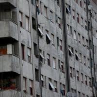 Milano, lite tra famiglie per chi deve occupare la casa Aler: la polizia