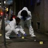 Lite in strada a colpi  di coltello: gravissimo  il ferito, indagato per  tentato omicidio un 23enne