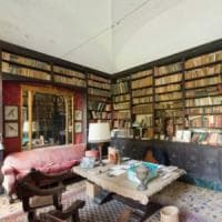 Salotto nobiliare e giardini sontuosi: il fascino della villa-set di Guadagnino