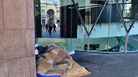 Milano, il grande censimento dei clochard: la Bocconi manda 700 universitari in strada per la conta