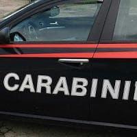 Sparatoria fuori da un bar nel Milanese: 27enne colpito all'addome, è grave